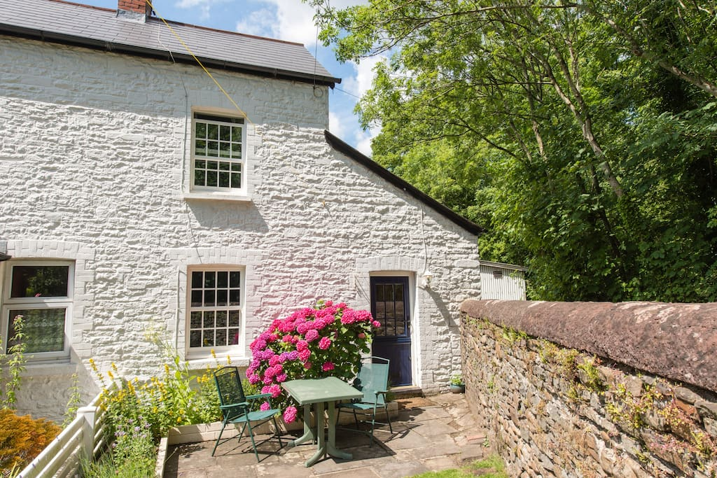 a country cottage in the centre of Cardiff