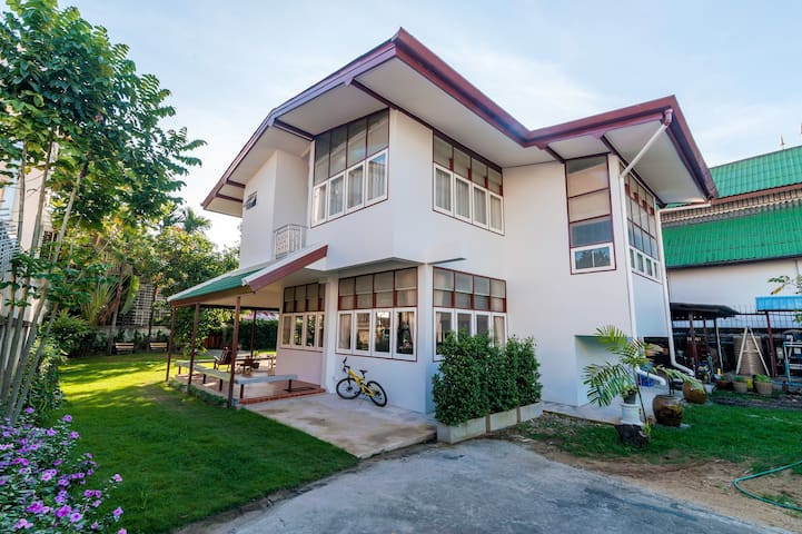 在市中心的房子靠近旅遊景點,4間臥室,花園