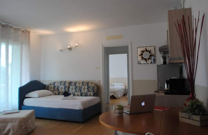 BNBOOK-Metropolitan Flat with balcony, high speed wifi and self check-in
