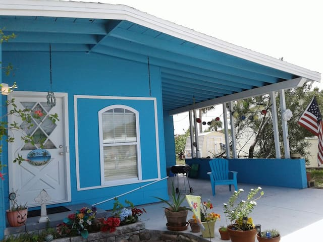 Blarney Beach Castle ! Cozy cottage close to Ocean - New Smyrna Beach - Apartment