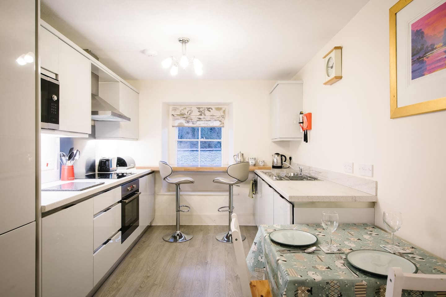 Kitchen with built in cooker, hob, microwave, fridge, freezer, washer/ dryer and dishwasher