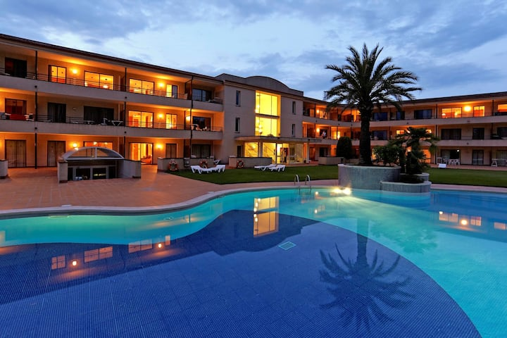 Hotel apt for 4 pers with pool in Pals R80438