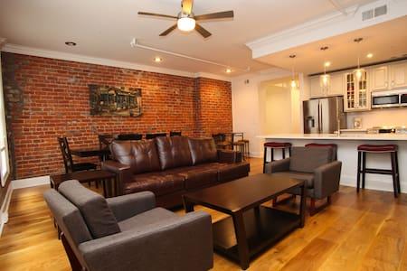 Room type: Entire home/apt Property type: Condominium Accommodates: 8 Bedrooms: 2 Bathrooms: 2