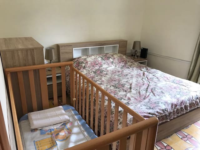 Main bedroom equipped with baby cot(Bed)