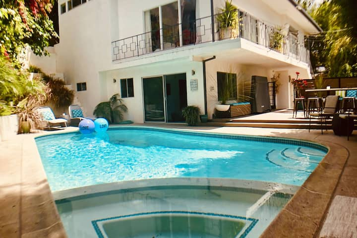 Hollywood Poolside Guest Suites - Walk to the Blvd