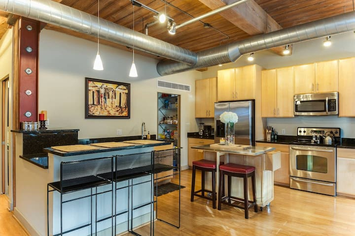 Bright, Spacious and Great Location!