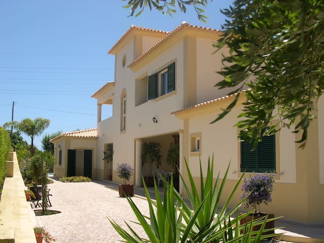 Independent 1 BED apartment in a villa  (AIR COND) - Albufeira - Byt