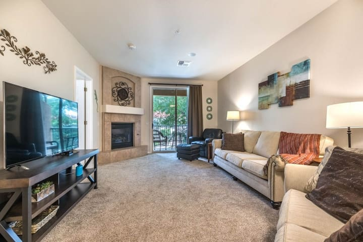 Lovely lakefront condo with balcony patio, community pool, and hot tub!