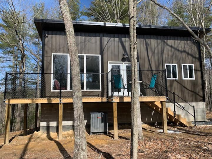 "New Modern ""tiny house"" in the Woods"
