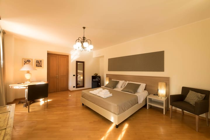 BBuSS_Country_Club - SUITE 3 camere  con terrazzo. - Catanzaro - Bed & Breakfast