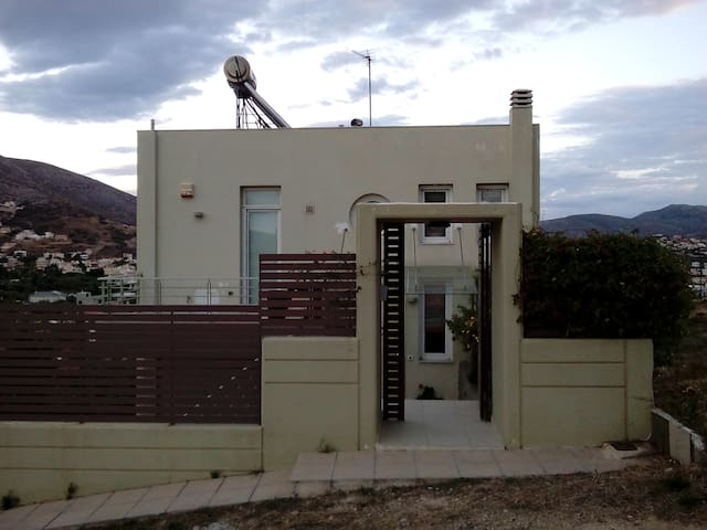 House 300 sq. m. near the airport and the sea - Lagonisi - Ev