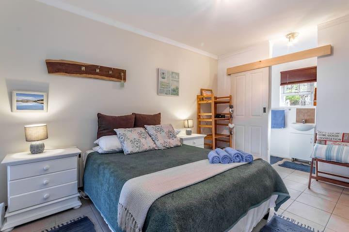 Cozy Corner - Cornerstone Lakeside Retreat