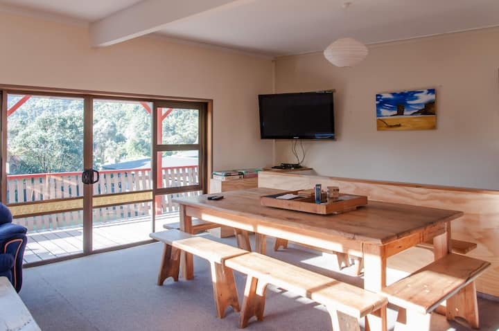 Punakaiki Spacious Unit - Te Hui House