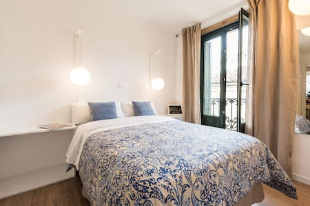 04 Ensuite bedroom in old town - Madrid