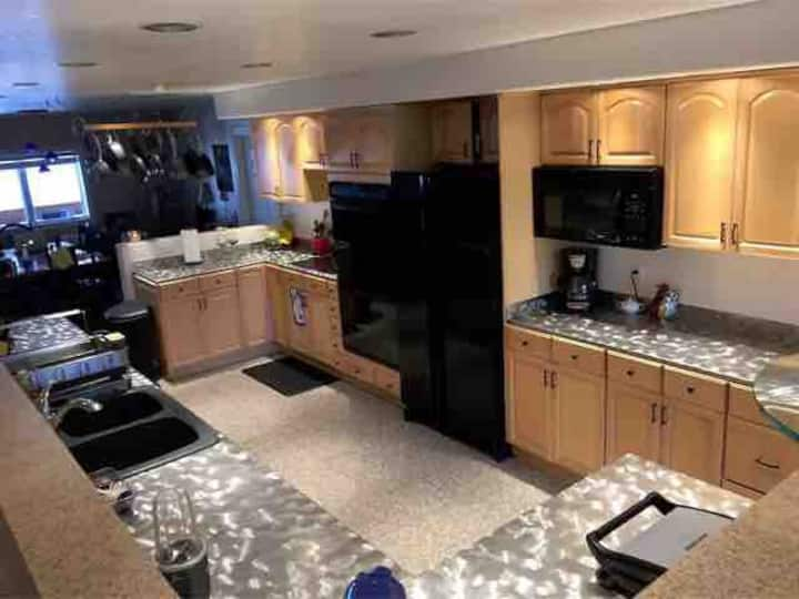 """AURORA HOUSE""   9 BEDROOM LUXURY GROUP HOUSING!!"