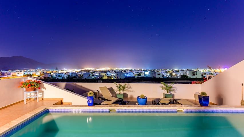 Poolvilla mit Meerblick
