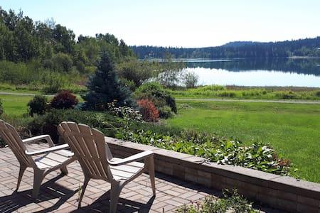Peaceful Lakeside Retreat, pet friendly