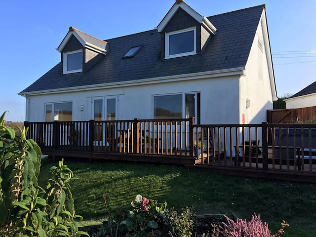 High spec quiet cottage nr Padstow 8 guests, dog