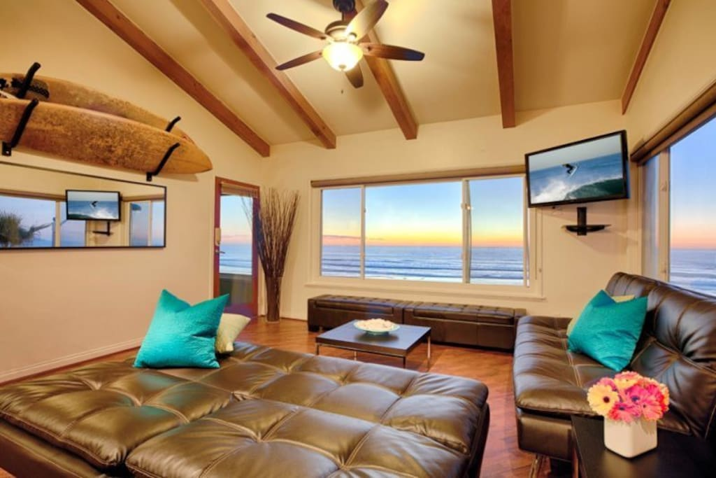 Flat Screen in comfortable living area with Brand new furnishings. San Diego Beach Vacation Rental
