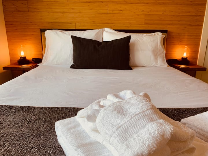 Bamboo Room/Petite Hotel/NO cleaning fee