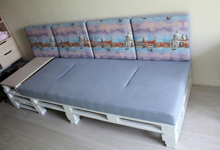 Тихая уютная спальня с зеленым видом - Poltava - Apartment