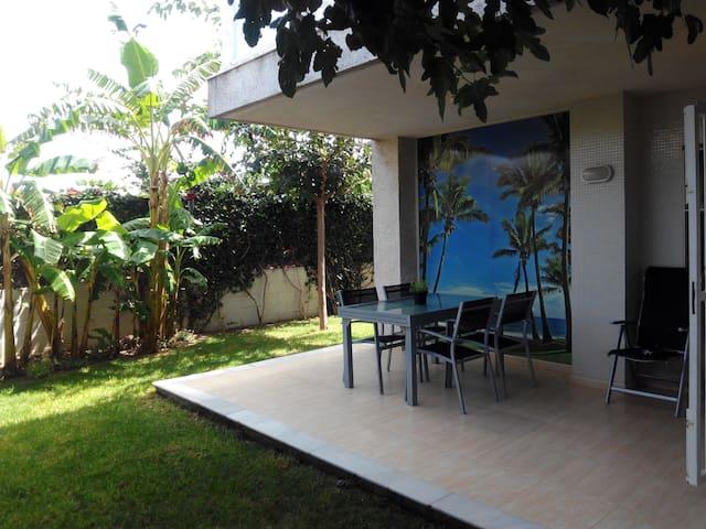Apartamento con espectacular jardín frente al mar - Daimús - Apartment