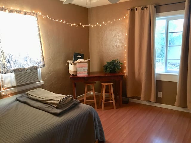 Spacious Room in Comfy Home***On Main Road
