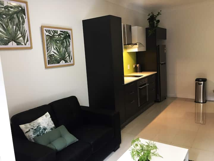 *NEW*Private Ground Floor Studio wth A/C & Parking