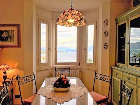 Il bow window sul Lago Maggiore