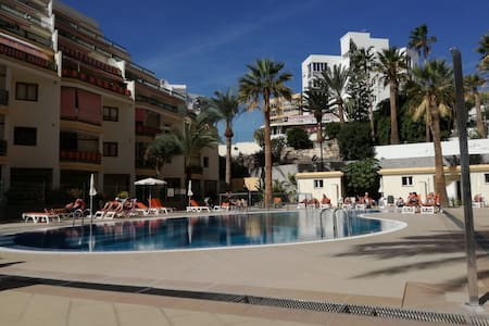 New Los Cristianos 20 mt from beach , pool + wifi
