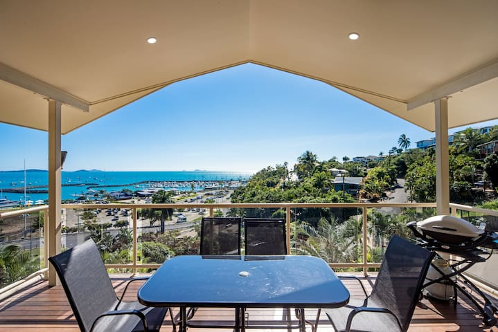 ***STUNNING MARINA VIEWS*** Sleeps five