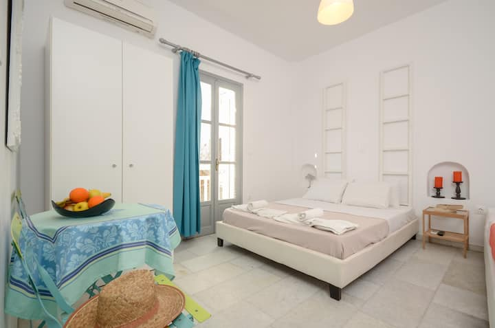 Depis suites deluxe studio Naxos town