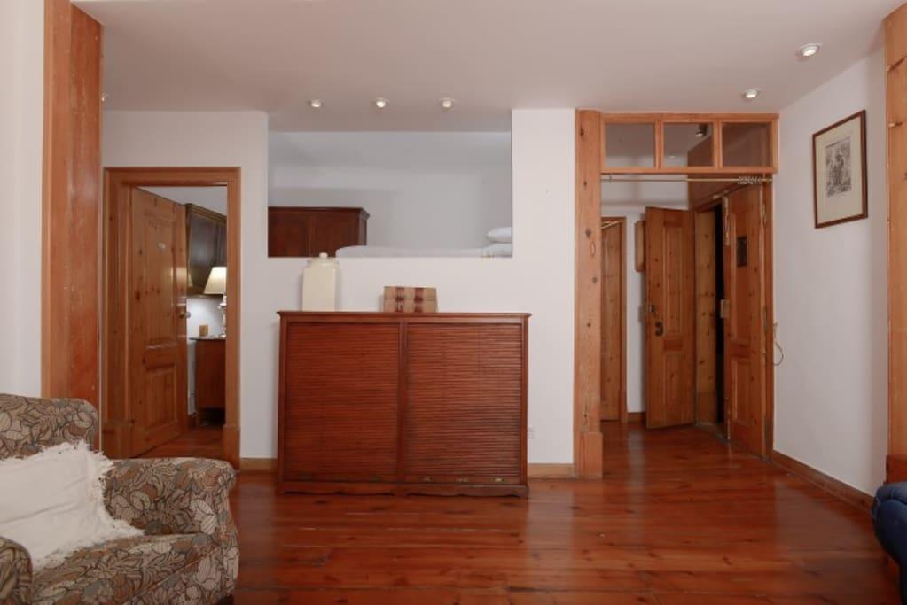 Quarto panorâmico e sala