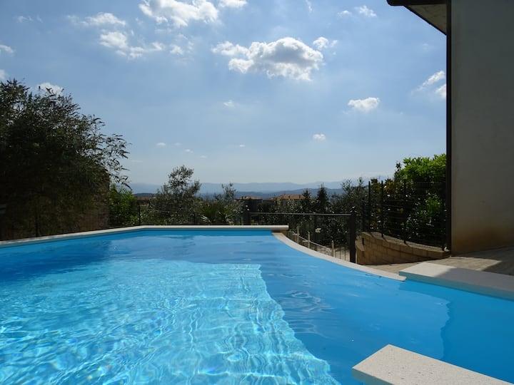 320 Panoramic view, roof terrace, swimmingpool!