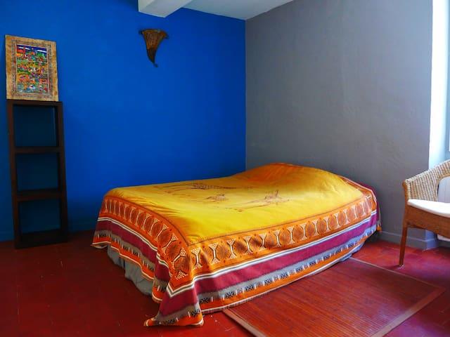 Chambre dans maison de charme avec balcon - Mollans-sur-Ouvèze - Huis