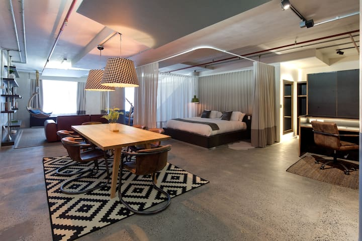Luxury Plus SoHo Style Apartment in Sydney CBD