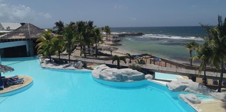 Studio, accès piscine & plage - MANGANAO 3*