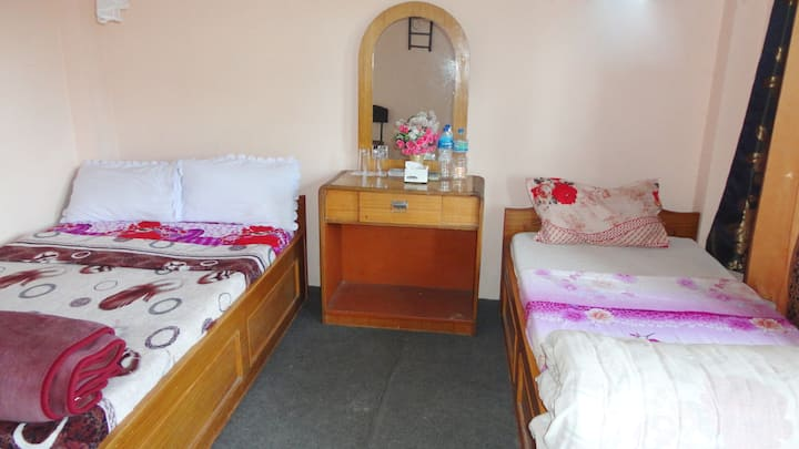 DELUXE TRIPLE ROOM WITH AIR-CONDITIONER AND WIFI