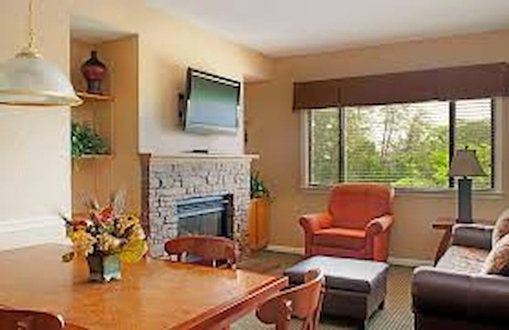 Gatlinburg / Smokey Mnt 2 Bedroom Townhome