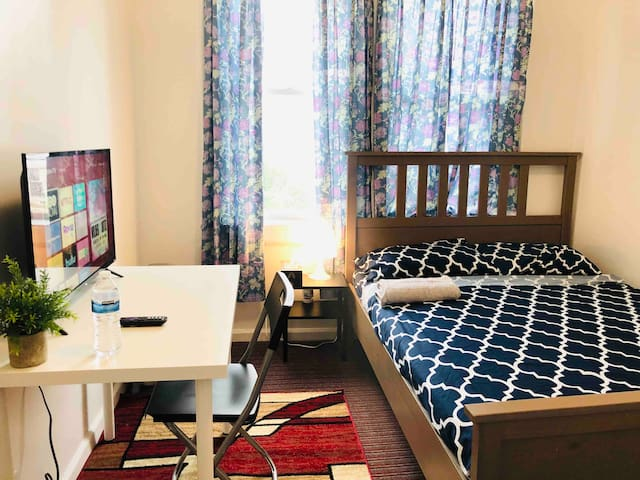 Cozy Deluxe Private Room near JFK Airport & Subway