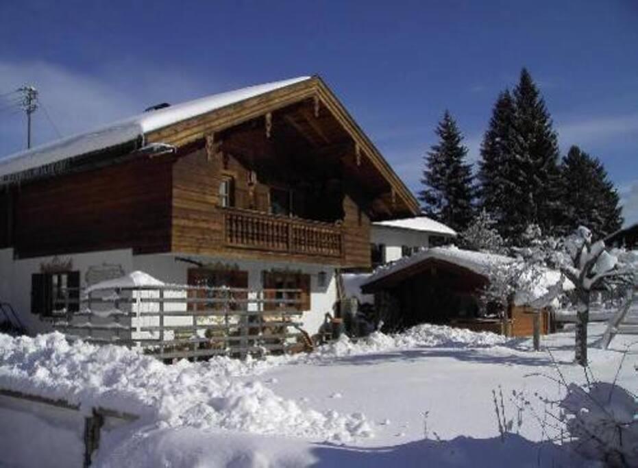 Das Haus im Winter.