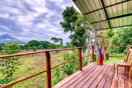 La Pitanga: Tree-house w volcano & lake views