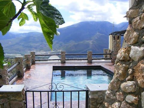 Casa Rosa - 3 Beds, 2 Bathrooms & Shared Pool