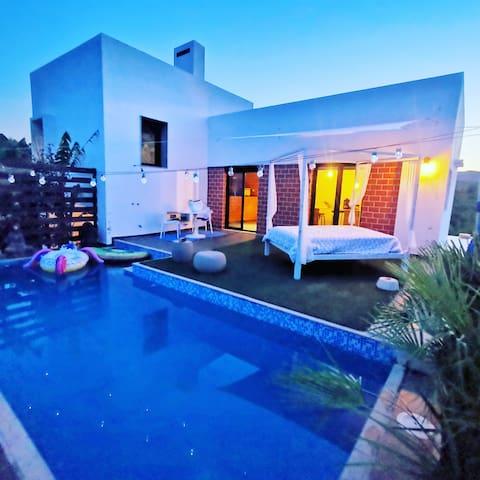 Casa vintage con piscina privada.