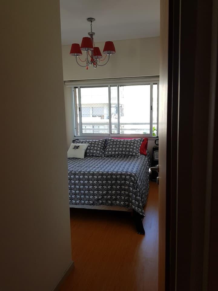 Habitación con baño privado: estancia u oficina