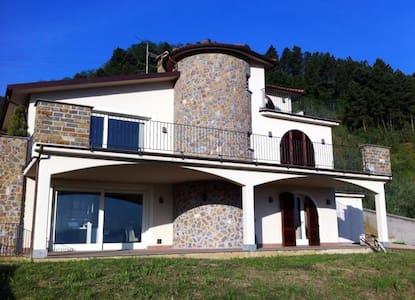 Villa con Panorama - Bacchereto - Villa