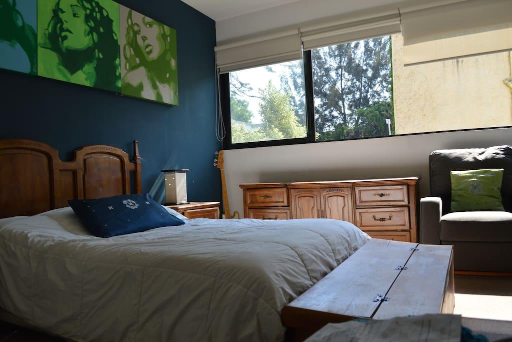 Principal room. Queen bed.