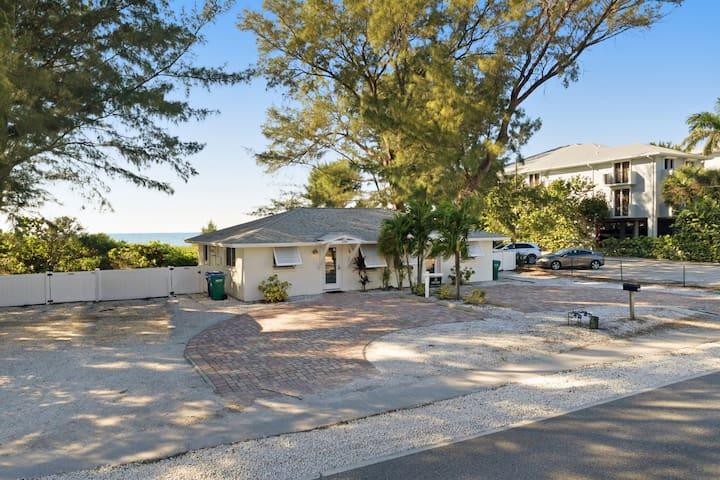 Darling beachside villa w/ space & privacy - a cozy coastal Florida experience!