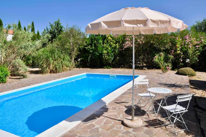 IL CASALE DEL SOLE Studio flat in VILLA with POOL