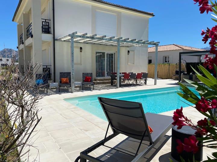 Villa 180m² climatisée, wifi, piscine chauffée 30°
